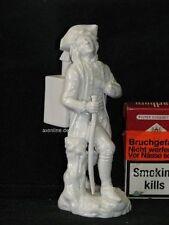 . Höchst Porzellan Figur Gentleman Kavalier Soldat mit Kasten auf Rücken