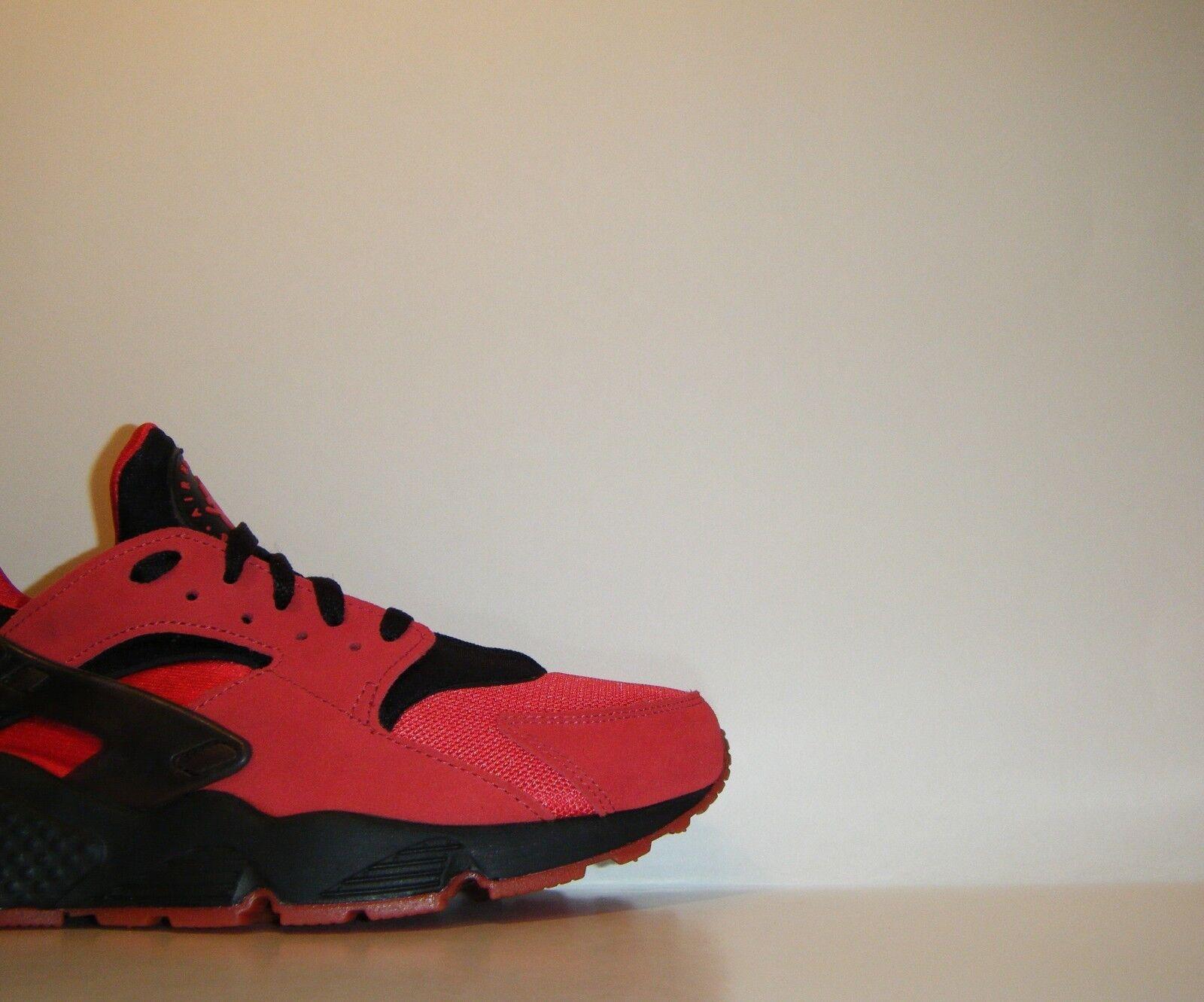 Nike Air Huarache Premium Love Hate QS Sz. 9 ACG LE Red Run Trainer 700878-600