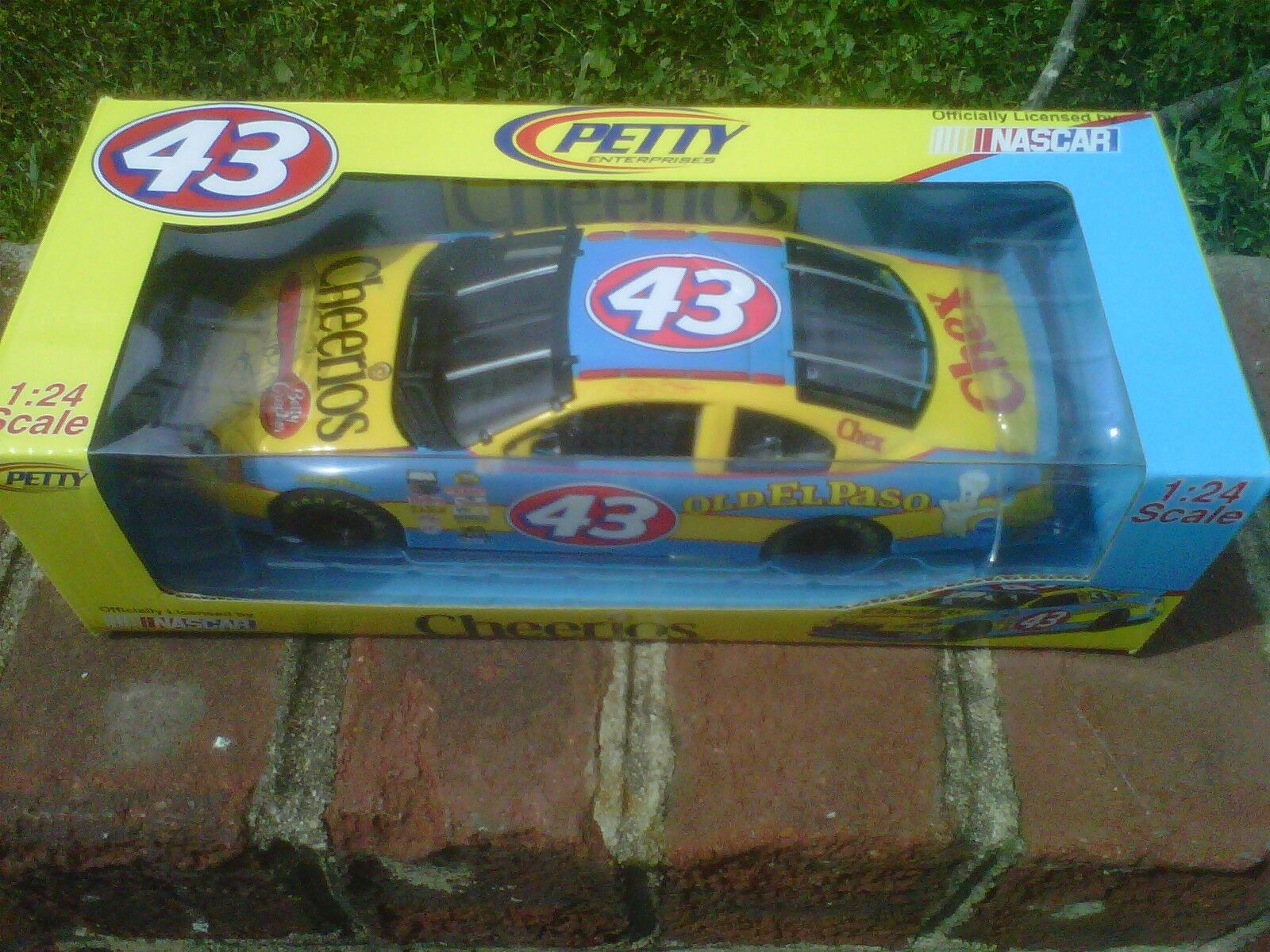 2004 Richard Petty Team Caliber 1 24 Cheerios Car Signed By Richard Petty