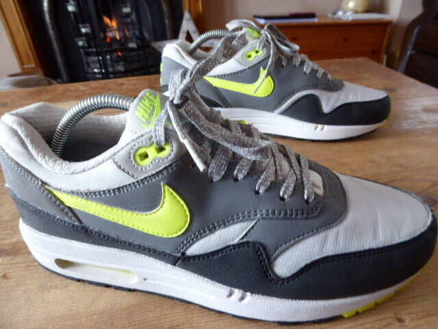 Mens NIKE air max - size uk 8 ( 2013 ) great condition