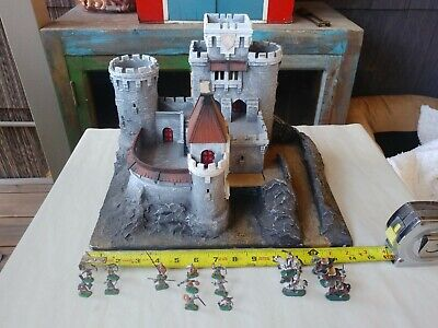 The Wizards castle, booklet project   300x400