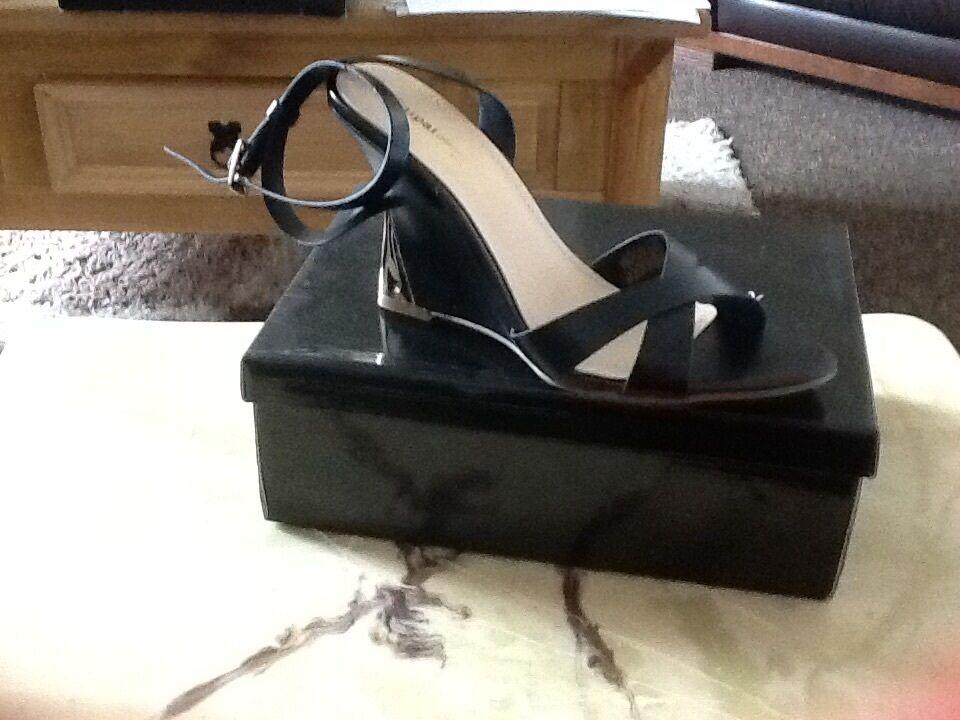 * vente * L @ @ K * Magnifique Femme Noir Talon Compensé Bride Chaussures (taille 41) NEUF