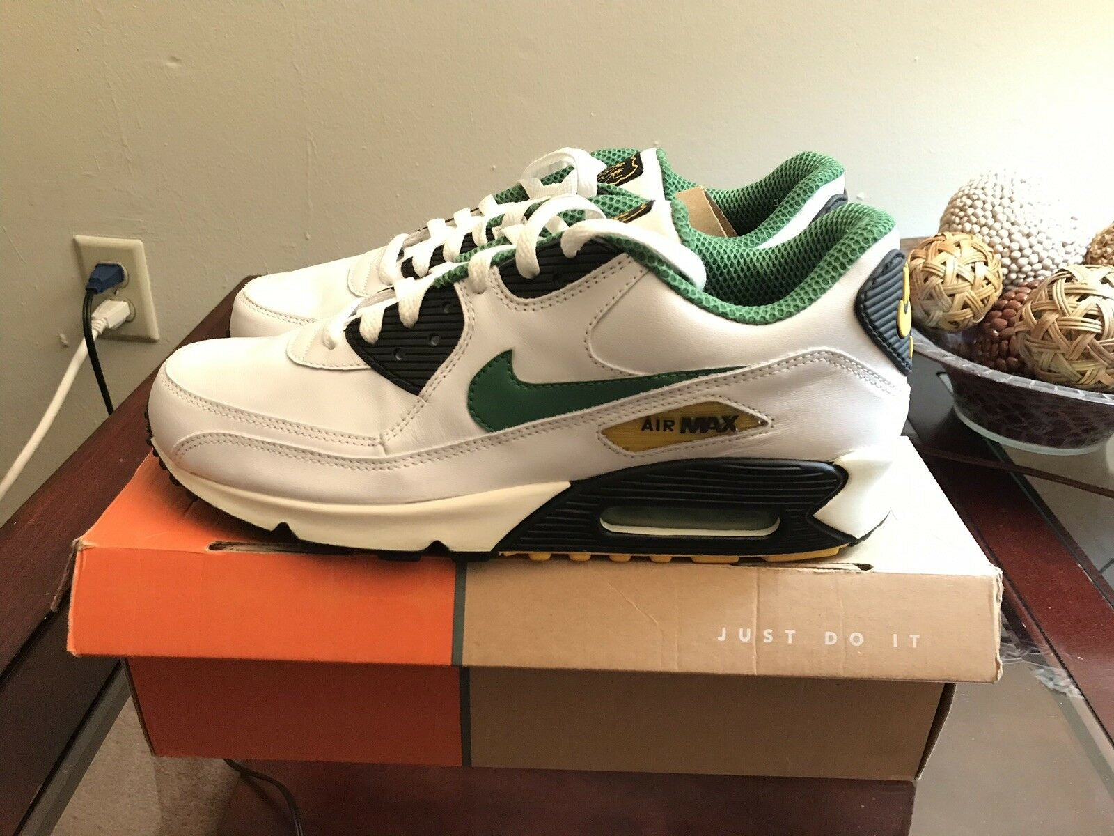 Men's Nike Air Max 90 Leather Size 11 White Classic Green BLK NEW