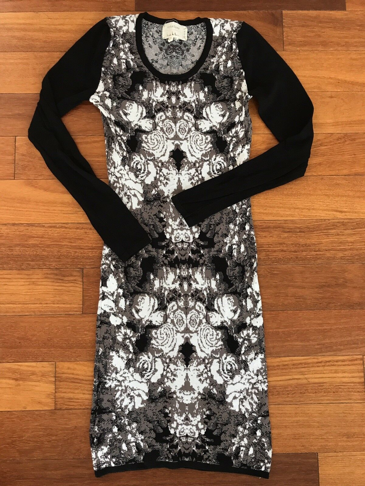 NICOLE MILLER Graphic Print Bodycon Fitted Sexy Sweater Dress Sz 0 XS S  EU