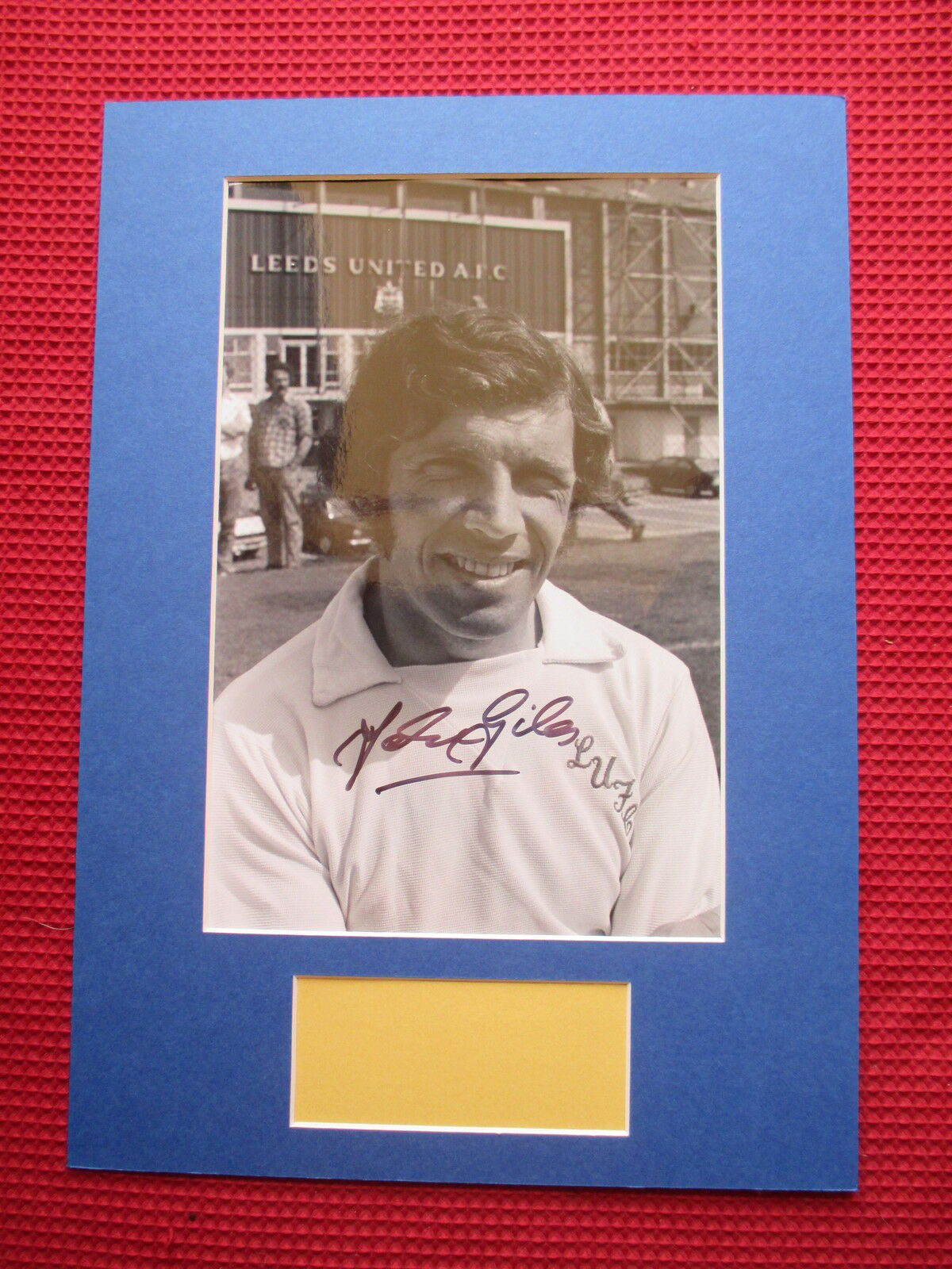 LEEDS UNITED LEGEND JOHNNY GILES AUTHENTIC SIGNED A3 MOUNTED PHOTO DISPLAY - COA