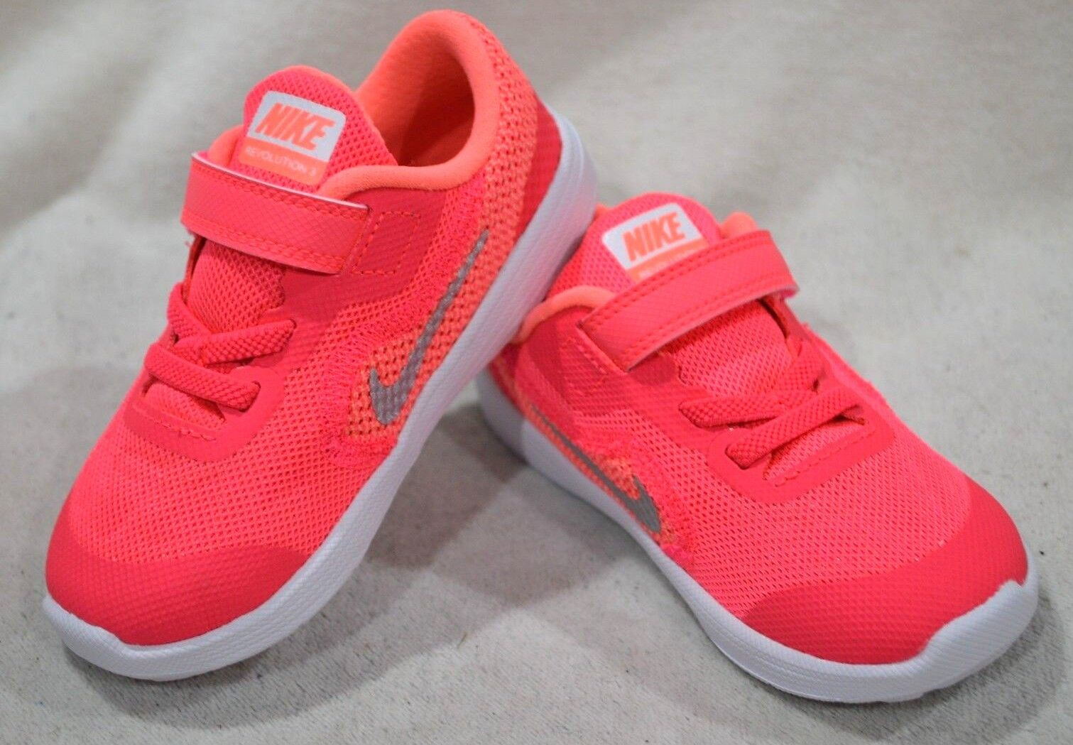 Nike Revolution 3 Artic Pink//Silver Girl/'s Toddler Running Shoes-Asst Size TDV