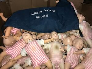 4-LAERDAL-LITTLE-ANNE-INFANT-BABY-CPR-TRAINING-MANIKIN-EMT-FIRST-AID-amp-CARRY-BAG