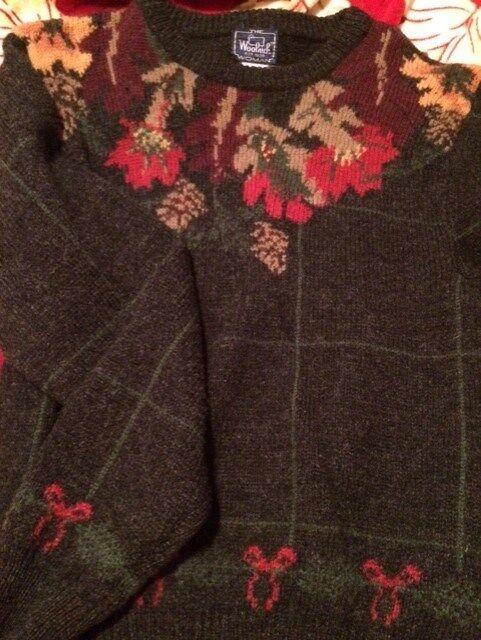 Woolrich Sweater, Charcoal Grey with leaf design; Women's Medium, Wool