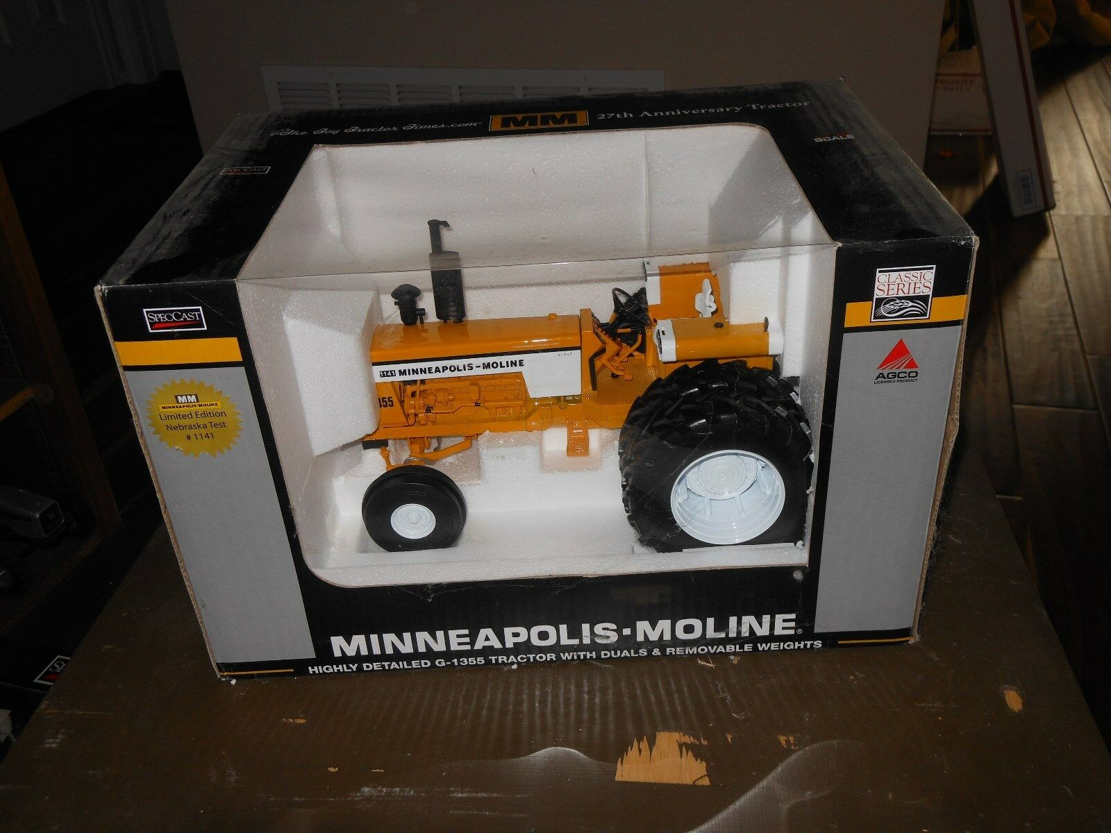 Minneapolis Moline G1355 diesel toy tractor   bianca, Oliver    very detailed