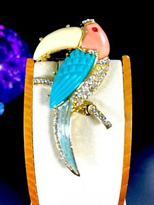 UNSIGNED-KENNETH-LANE-MULTI-COLOR-LUCITE-CRYSTAL-RHINESTONE-TOUCAN-BIRD-BROOCH