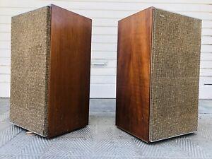 Leak-Sandwich-Vintage-Loudspeakers-England