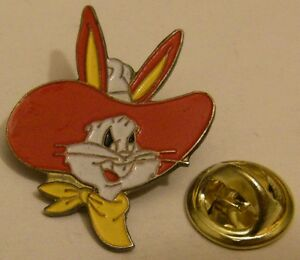 BUGS-BUNNY-with-COWBOY-hat-vintage-pin-badge