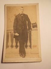 Wieden - stehender Mann mit Hut - Portrait / CDV