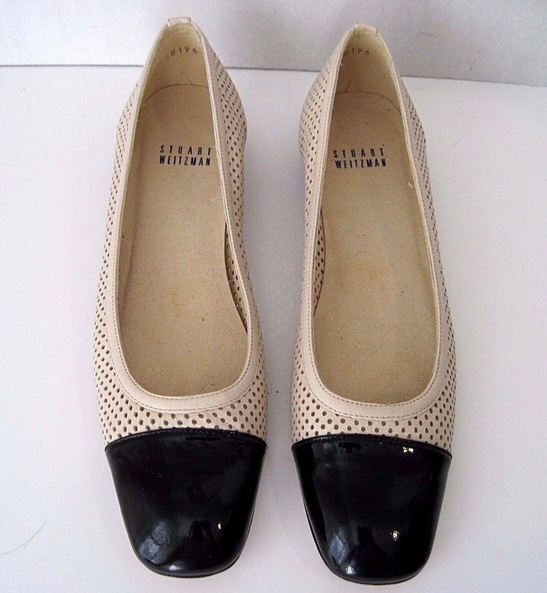 Stuart Weitzman Cream Colored Patent Perforated Leather Nero  Patent Colored Front Flats 8 SS a05614