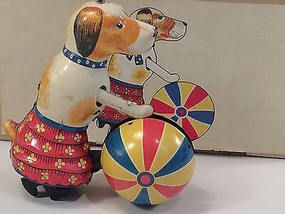 Extrem Effizient In Der WäRmeerhaltung Schlussverkauf Blechspielzeug Paya Hund Mit Ball Wiederauflage