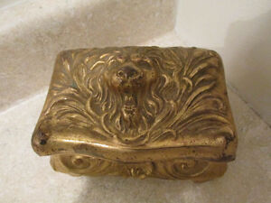 S38-antique-gold-washed-metal-jewelry-box-w-lion-face-lid-benedict-company
