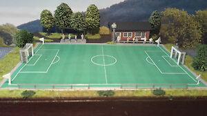 Fußballplatz mit Vereinsheim und Tribüne | Spur N 1:160 | Bausatz