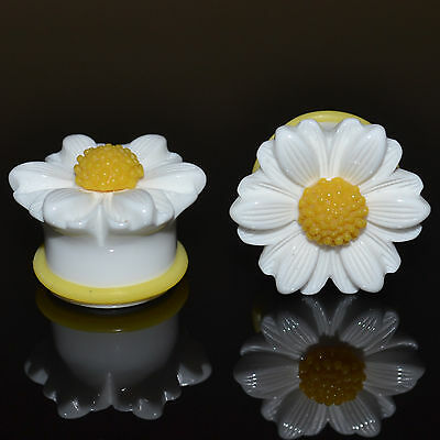 PAIR -  WHITE & YELLOW DAISY FLOWER SINGLE FLARED EAR PLUGS GAUGES 6mm-25mm