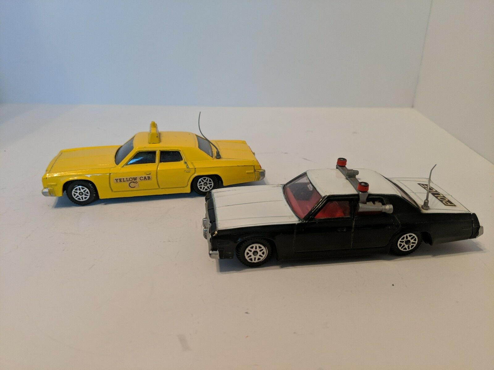 Dinky Toy Cars 244 & 278 Plymouth Police Car 1977-80, Plymouth jaune Cab Lot