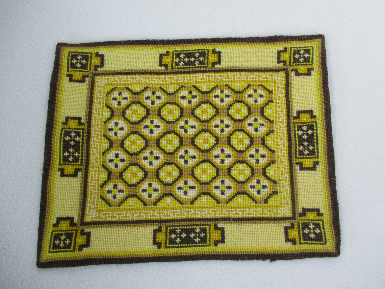 Dollhouse Rug Needlepoint Miniature Hand Sewn oroen Marronee Floral Rectangle 1 12