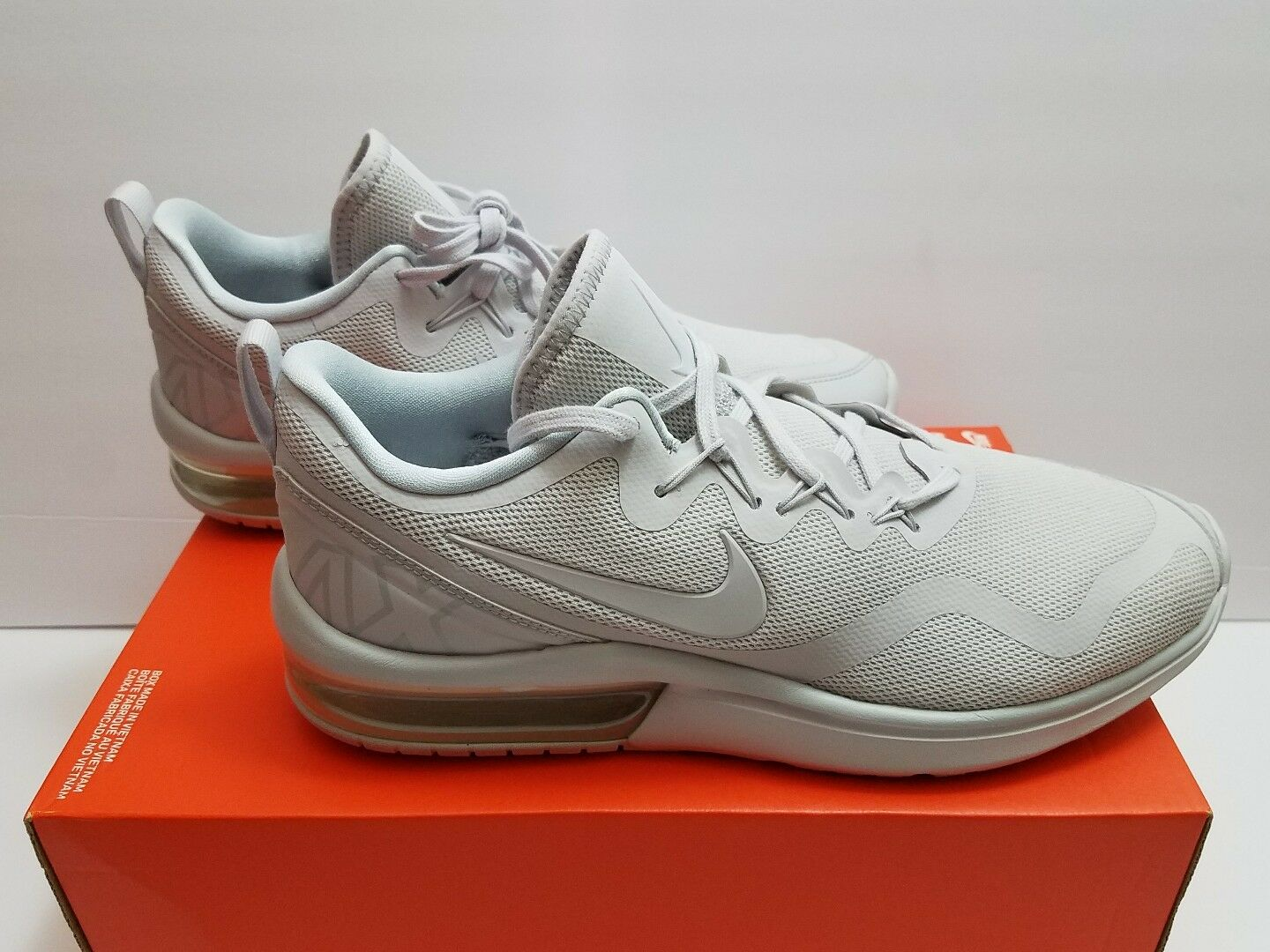 NEW Men's Nike Air Max Fury Size 9.5 Running AA5739-100 White/Pure Platinum