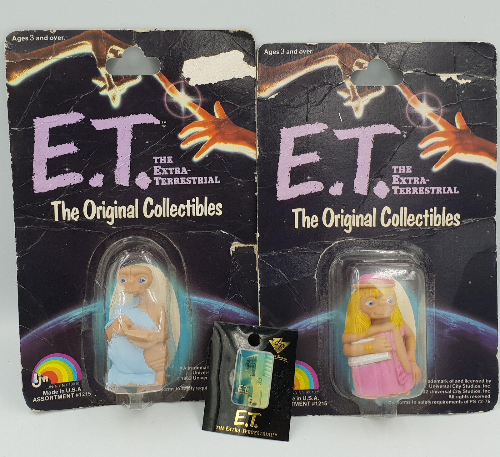 E.T. EXTRA TERRESTRIAL  2 bilDED FIGURES FRÅN LJB I 1982 och BADGE