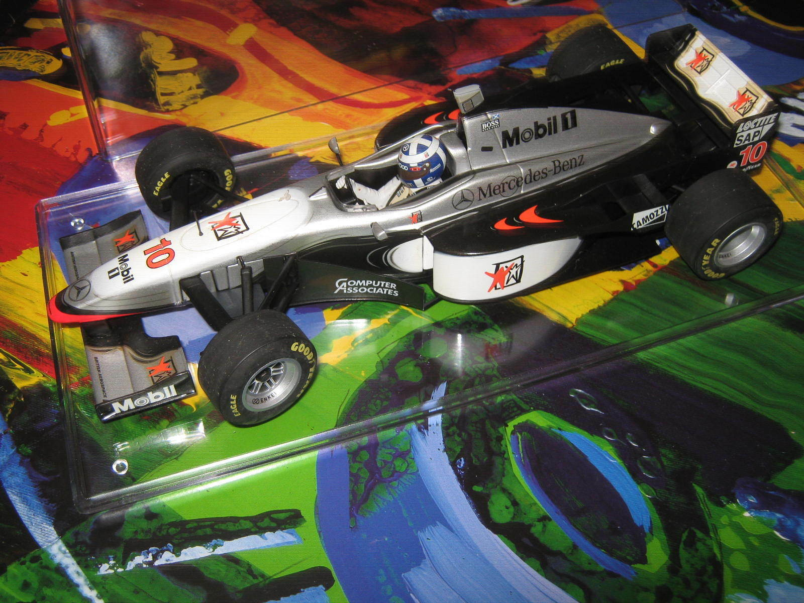 1 18 McLaren Mercedes MP4 12 D. Coulthard 1997 in in in brandnew showcase TOP 6b18ea