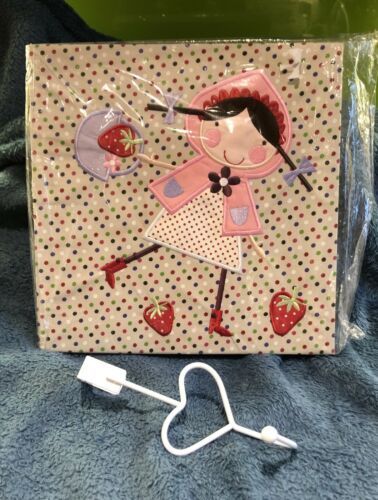 30x30cm Plus Free Heart Gisela Graham Strawberry Patch Fabric Picture Wall Art
