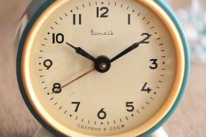 Vintage-Vytiaz-Alarm-Clock-Blue-Table-Mechanical-Clock-Metal-Desk-Wind-Up-Clock