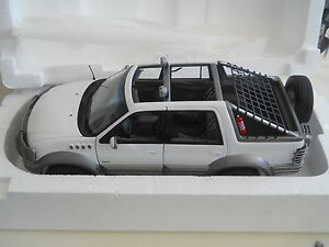 AutoArt-Millennium-Ford-Himalaya-Expedition1-18-Diecast
