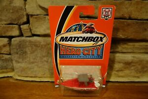 NIB-2002-Matchbox-Hero-City-44-Center-Console-Boat-White-and-Red-97739-0718