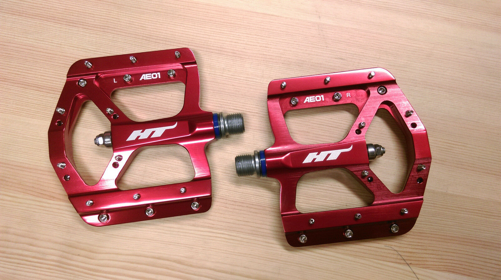 HT Pedals AE01 Evo Platform CrMo  MTB BMX DH Pedals  Red  order now with big discount & free delivery