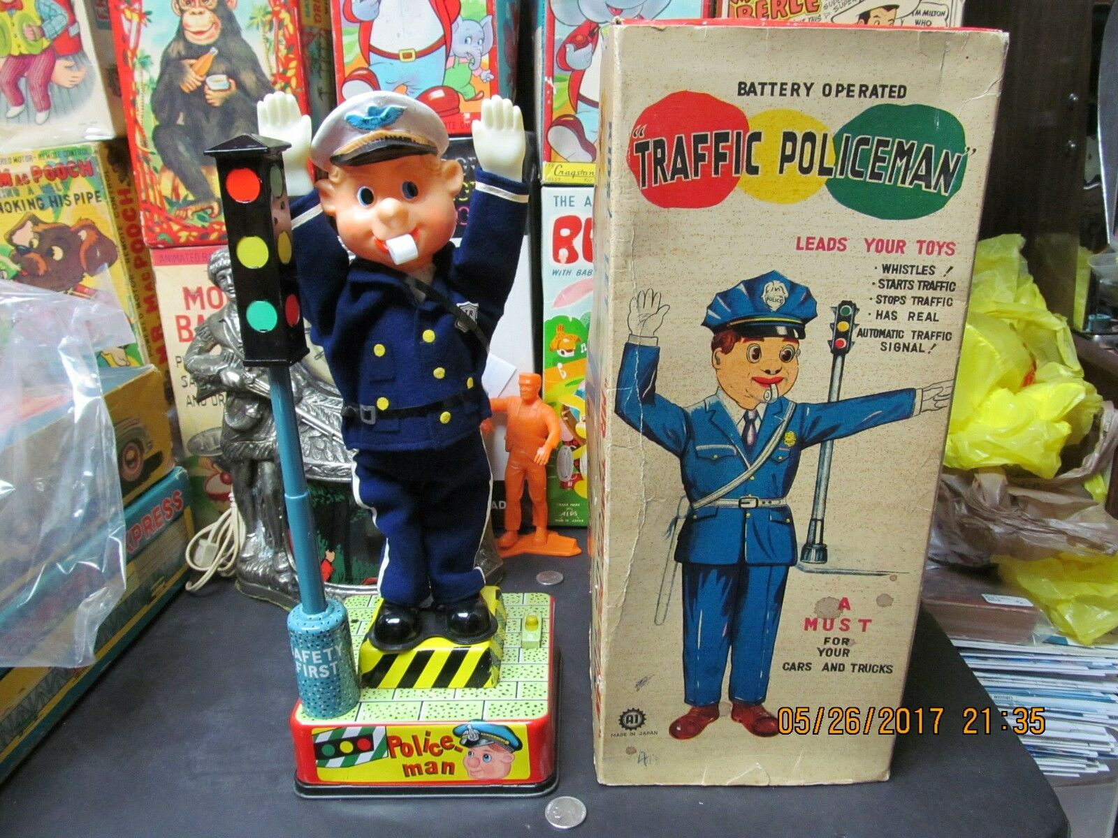 MR TRAFFIC POLICEMAN BATTERY OPERATED IN BOX AI JAPAN NEAR MINT 1950's