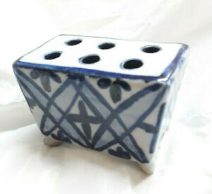 Blue-and-White-Pencil-Pen-or-Brush-Holder