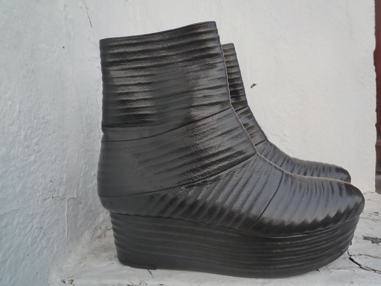 VIC MATIÉ EMBOSSED LEATHER PLATFORM 36 BOOTS SIZE 36 PLATFORM f1985f