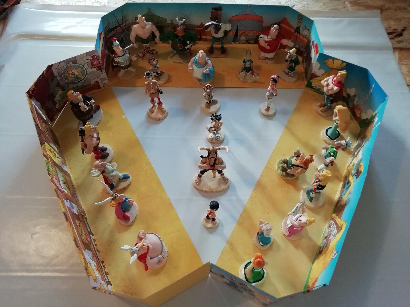 Astérix lot 26 Figurines et 3 décors Plastoy collection 2000 grade AAA