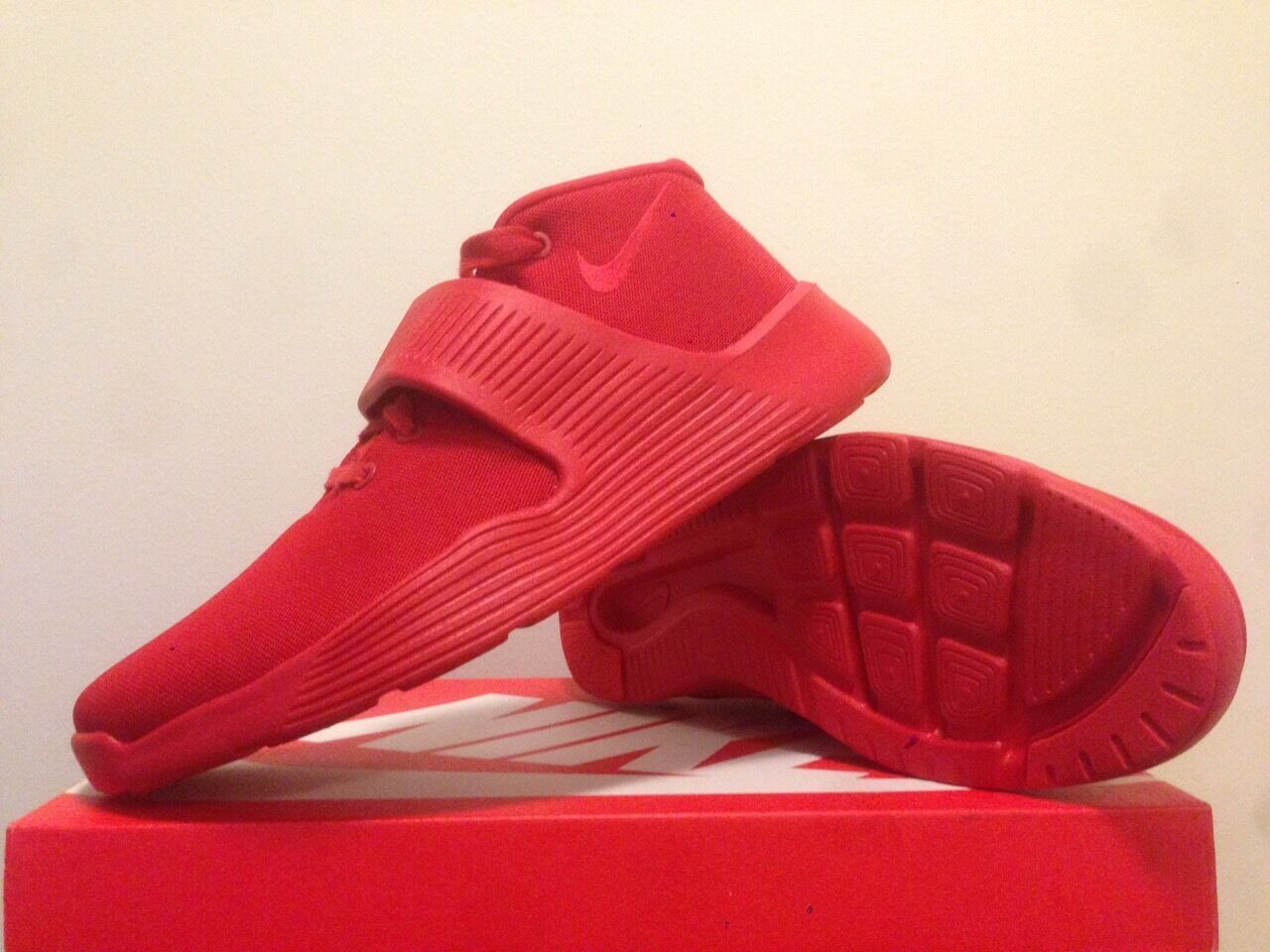 Nike Ultra XT Mesh  ( Red ) ) ) New size 9.5  (no box cover) 40d111