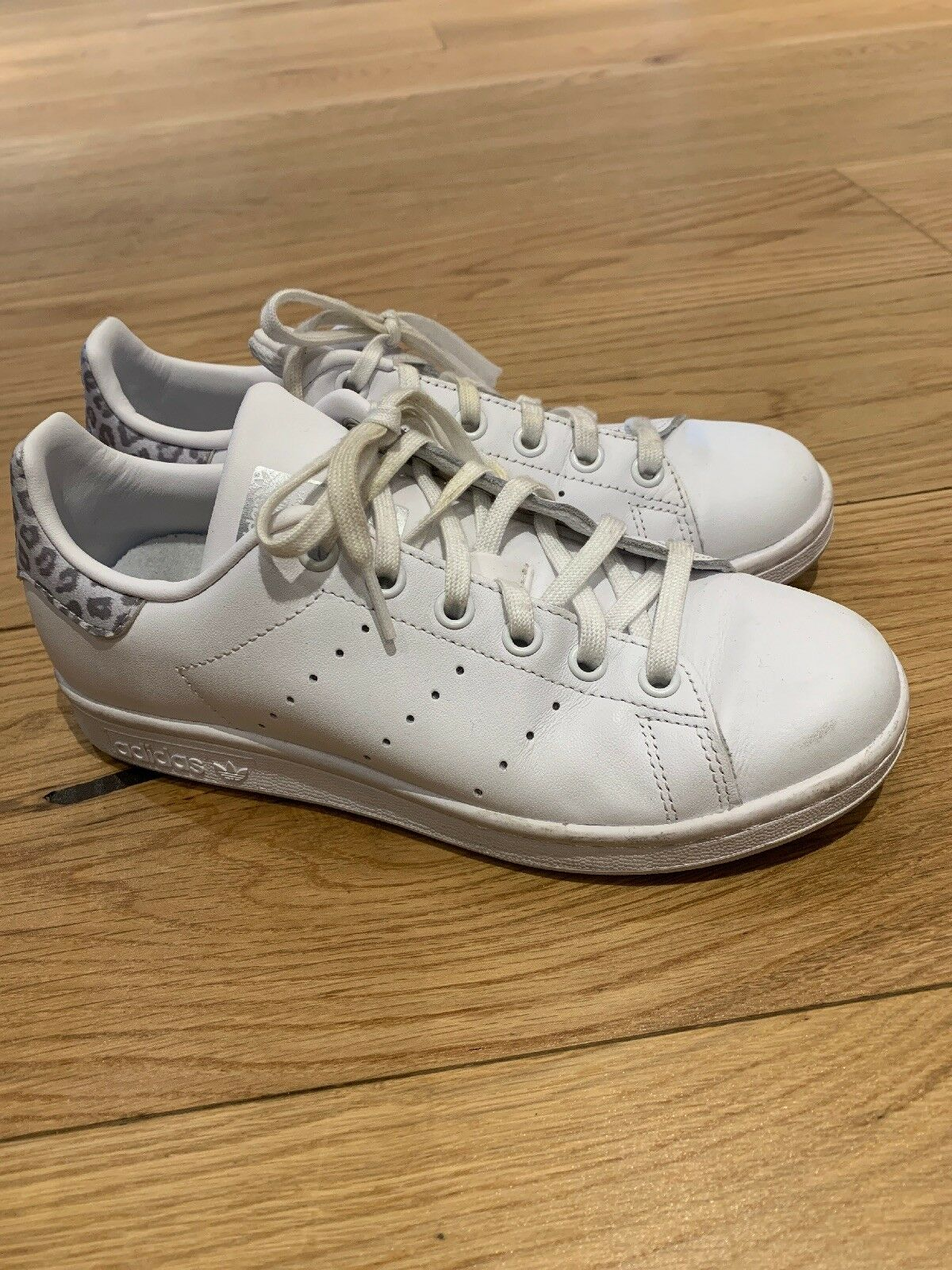Portée deux fois Adidas en cuir Stan Smith léopard Herl Baskets Taille 4