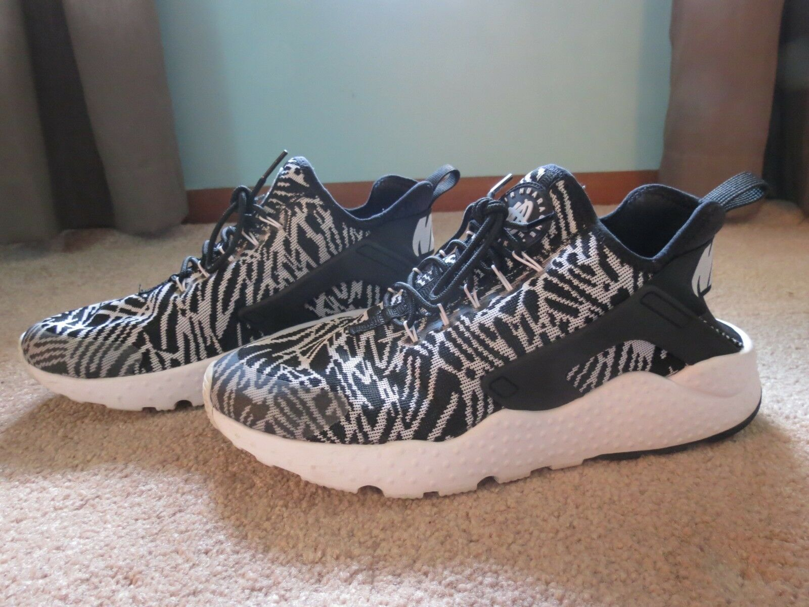 Nike Huarache Black and White Ultra Zebra The latest discount shoes for men and women