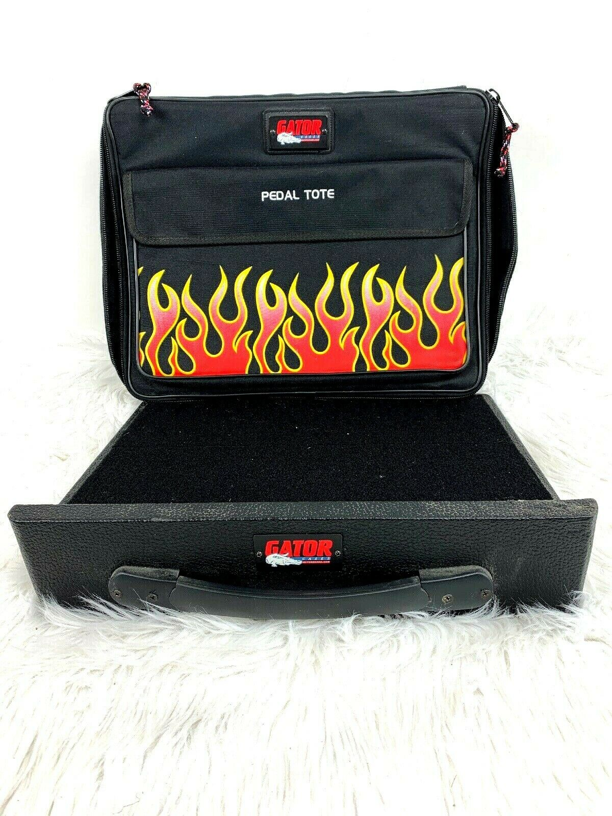 Gator Cases Pedal Tote and Board schwarz Flames Zip Up Handle Padded Travel Bag