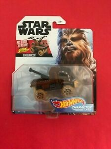 Chewbacca-w-Action-Bowcaster-2019-Hot-Wheels-Character-Cars-STAR-WARs-3-of-4
