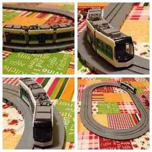 Modélisation dynamique: Tram Tomytec Scale N avec la route ovale A C.c.