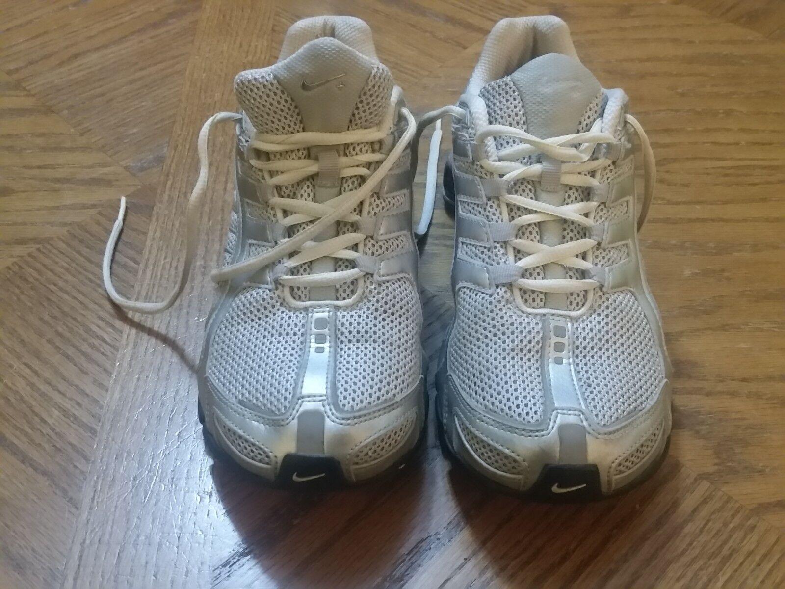NIKE SHOX Navina Women's Running Shoes Silver Style Size 7