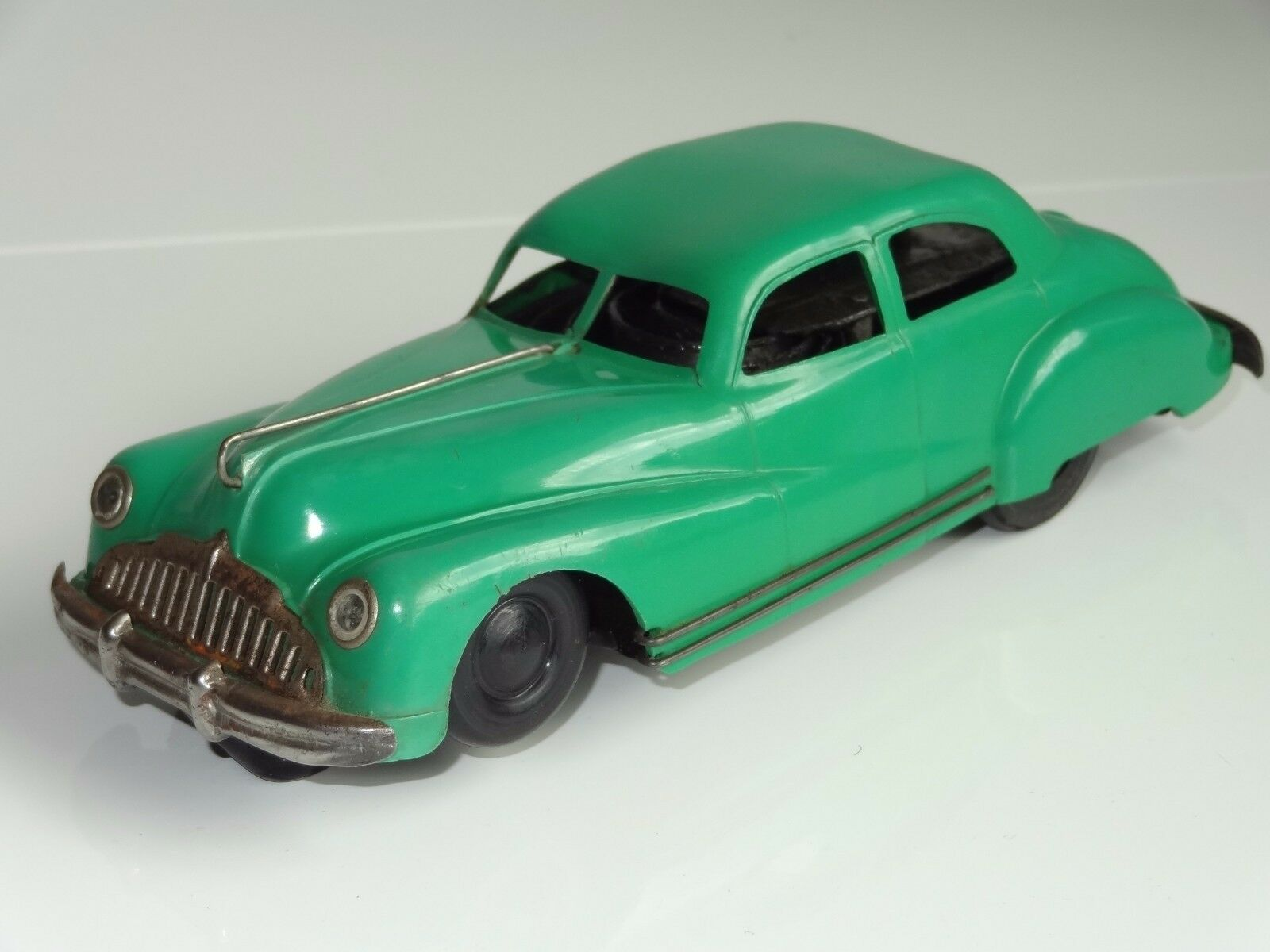 (A) triang minic SALOON CAR No 2 rare with self steering action