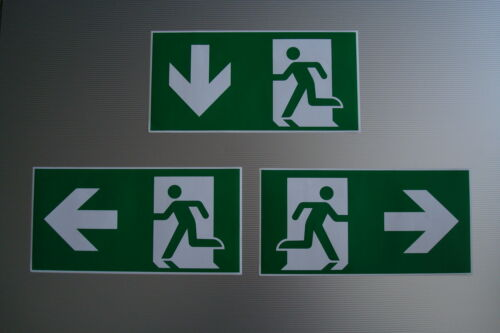 Aufkleber selbstklebend EN ISO gemäß DIN 7010 Fluchtwegschild Notausgang