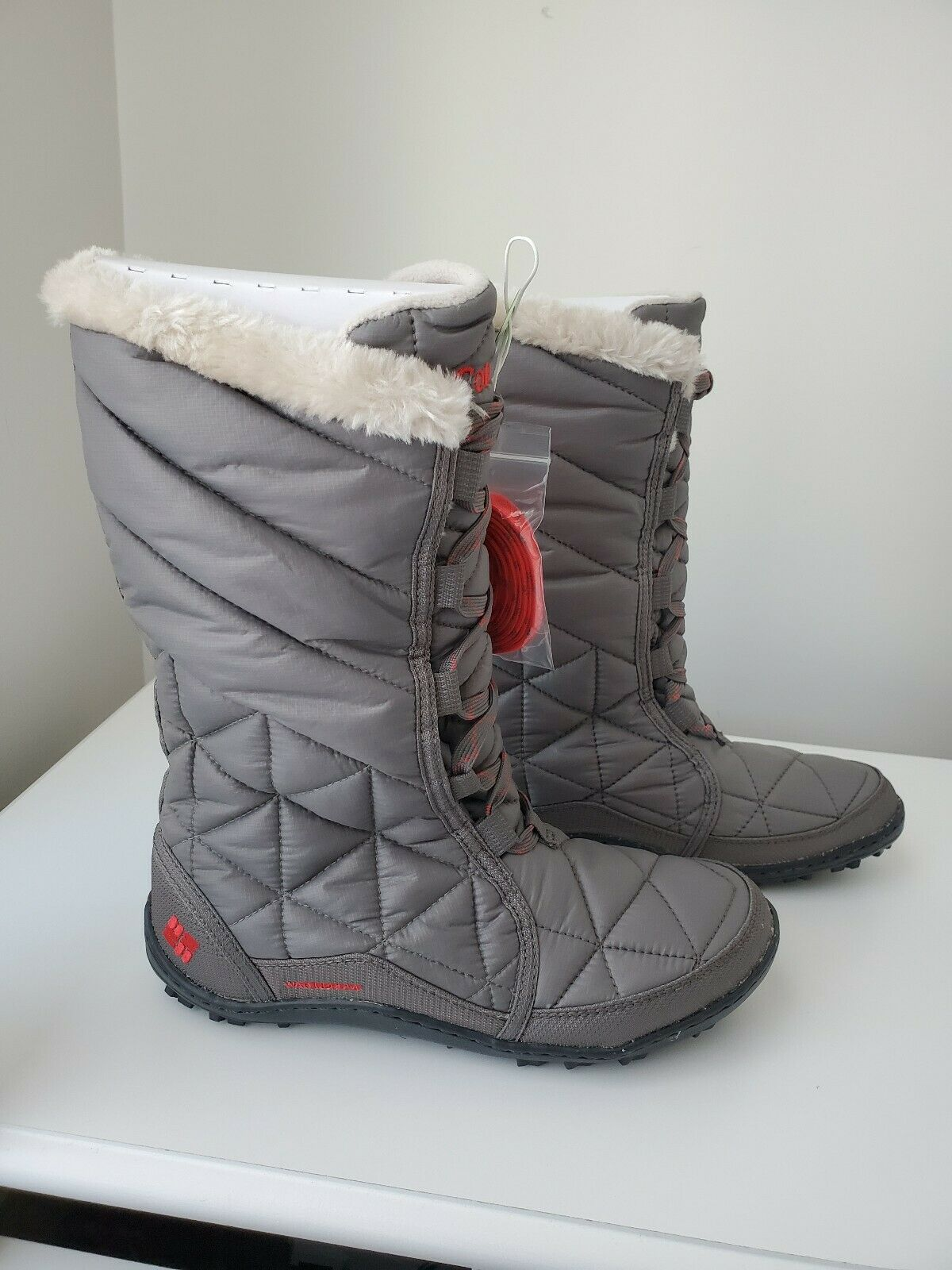 NIB WOMEN'S COLUMBIA INSULATED POWDER SUMMIT  INSULATED BOOTS SIZE 9.5