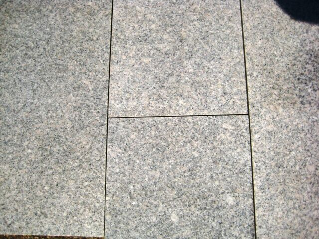 Restposten 11,70 qm. Bodenplatten Granit Kristall- grau 60x30x1,5 cm geschliffen
