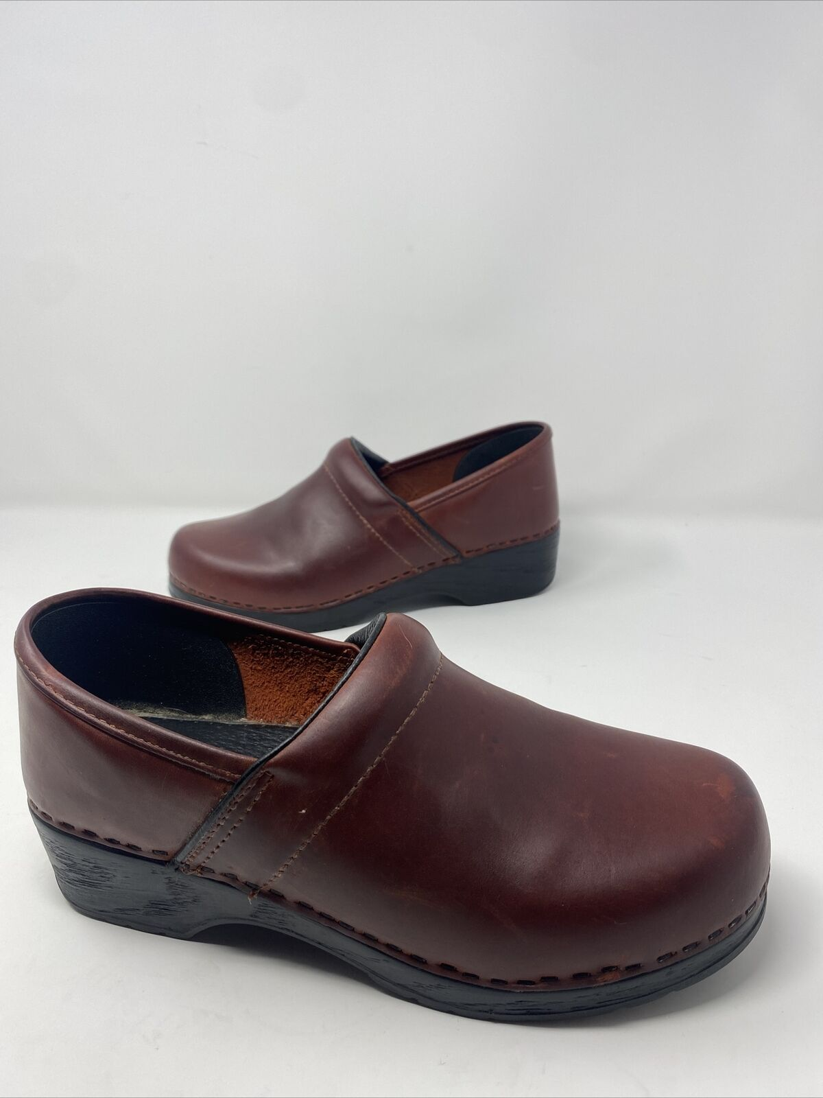 LL Bean Leather Clogs Size 39 8 Womens Burgundy Comfort Shoes Rubber Soles