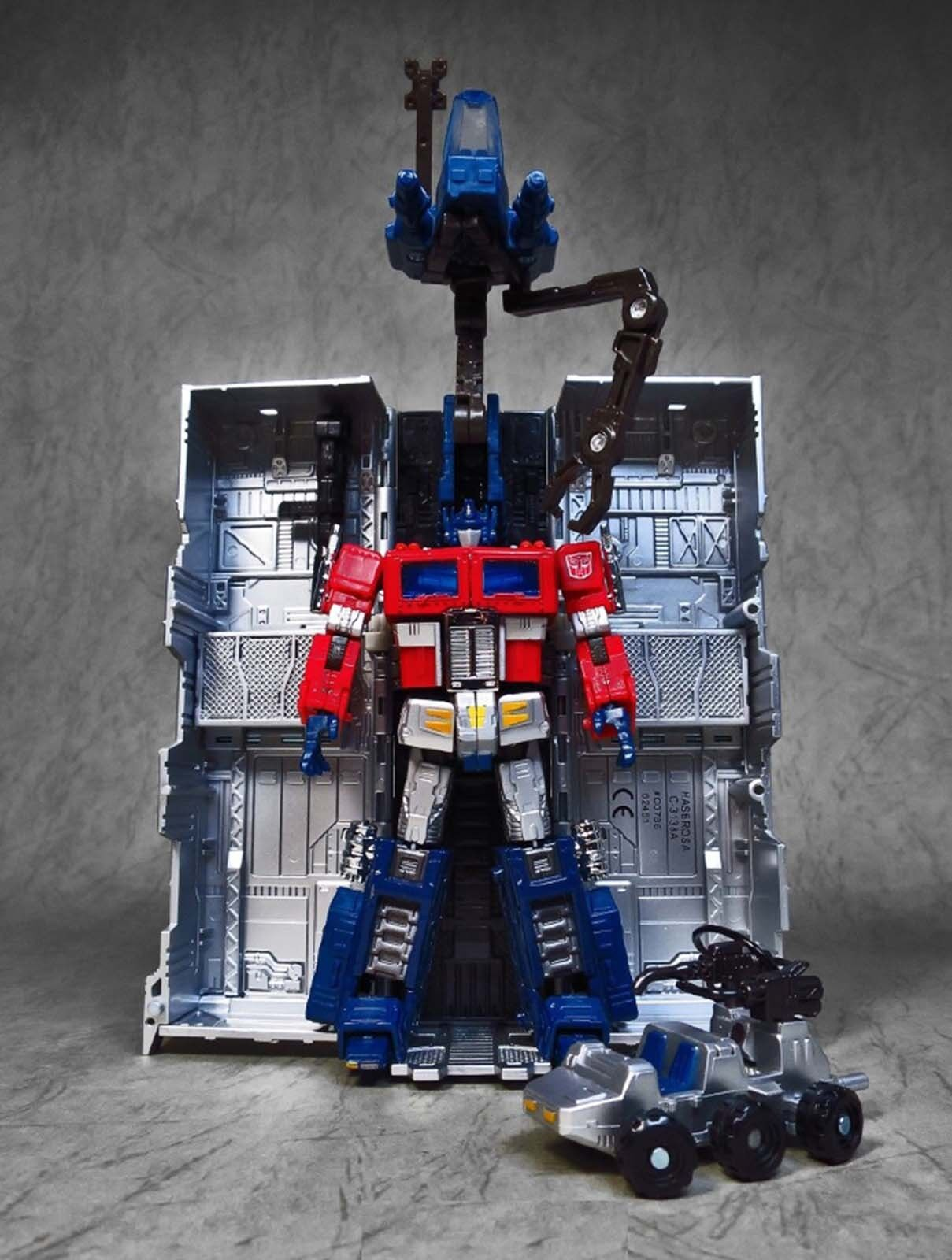 Transformers Platinum Edition OPTIMUS PRIME Year Of The Rooster Gift Figure