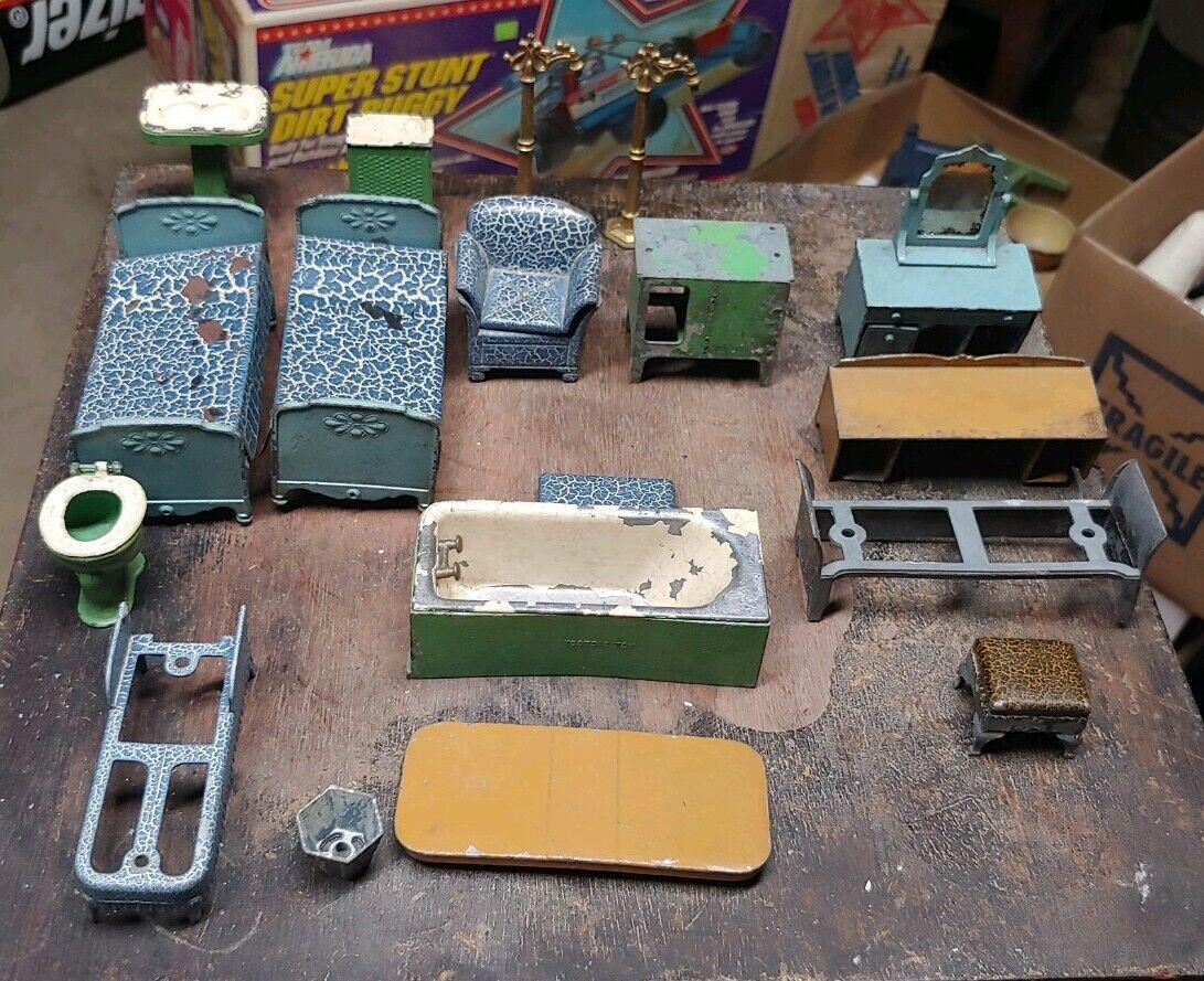 18 Piece Lot Of Tootsietoy Dollhouse Furniture 4 Damaged